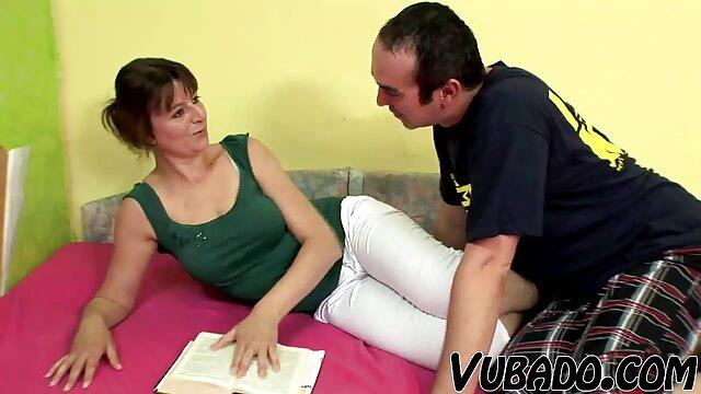 O rufia video de porno legendado preto masturba - se e lambe-lhe a pila gigante.